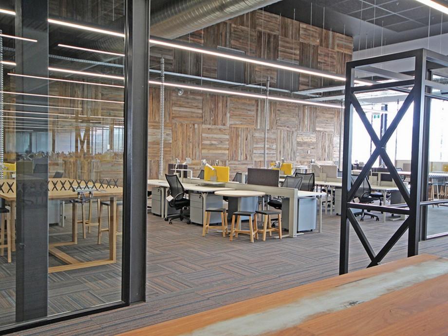 Thiết kế nội thất văn phòng làm việc công ty may mặc và thời trang Cotton On ở Úc phong cách công nghiệp + tối giản