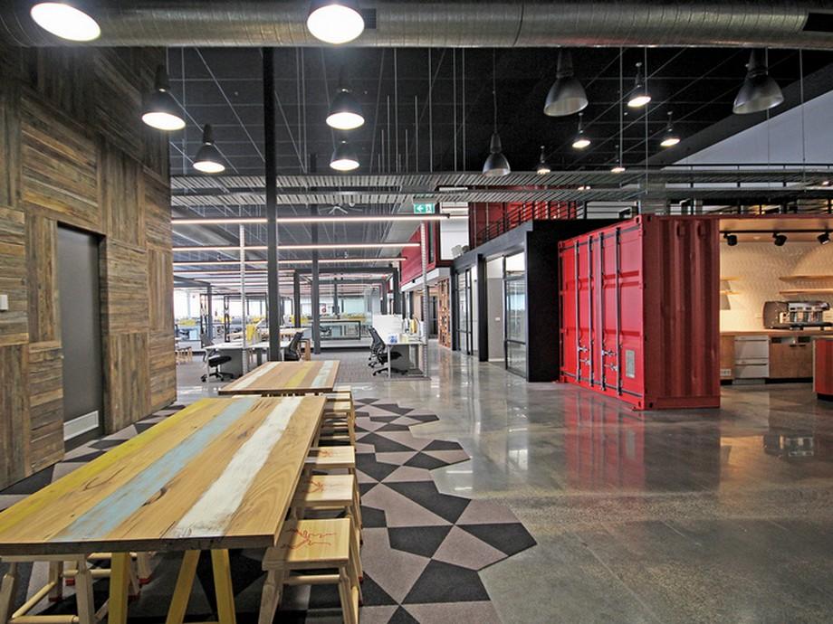 Thiết kế khu vực sảnh văn phòng với hộ bàn ghế dài bằng gỗ, phía dưới trải thảm hình dáng đẹp mắt