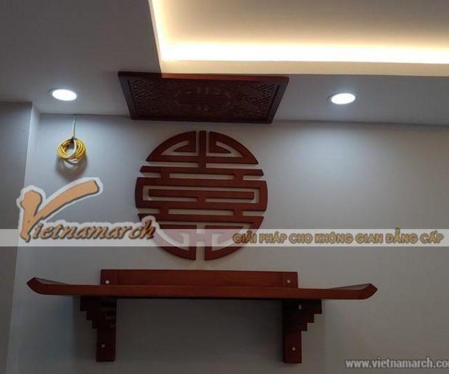 Dịch vụ lắp đặt bàn thờ treo tường chuyên nghiệp BTT 05 kết hợp tấm chắn ám khói và tranh chữ Thọ tại Trần Quang Diệu