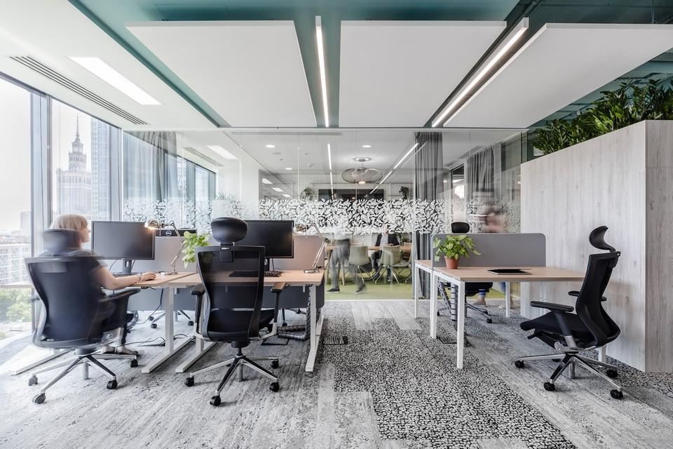Nội thất văn phòng cần được thiết kế, bố trí phù hợp với kết cấu