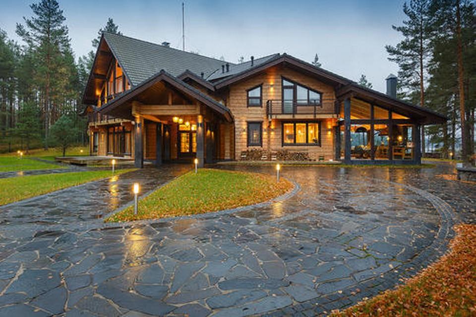 Biệt thự nhà gỗ sân vườn
