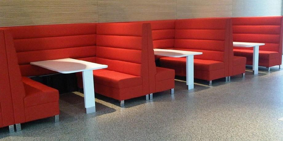 Sofa nhà hàng nhập khẩu nên lựa chọn chất liệu da để dễ làm sạch