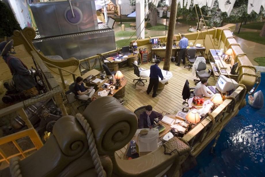 Nội thất văn phòng chuyên thiết kế và sáng tạo trên mặt biển nhân tạo