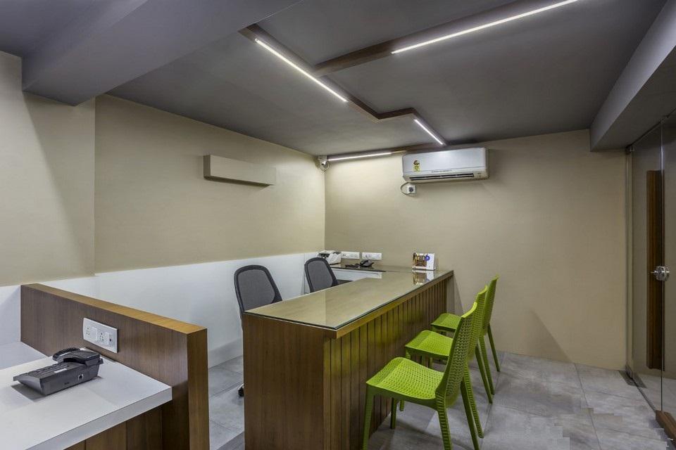 Không sử dụng quá nhiều màu sắc là một đặc điểm dễ nhận thấy trongthiết kế nội thất văn phòng tối giản.