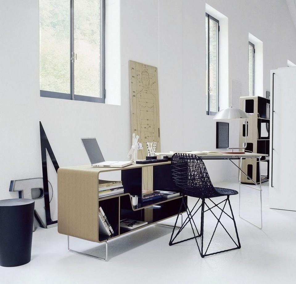 Để tận dụng nguồn ánh sáng này thì văn phòng sẽ được thiết kế nhiều cửa kính