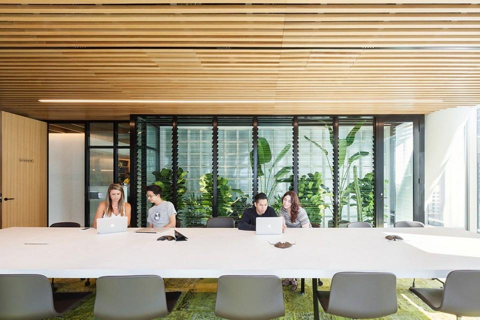 Mẫu thiết kế văn phòng cho thuê hiện đại, tiện nghi tích hợp nhiều công năng sử dụng