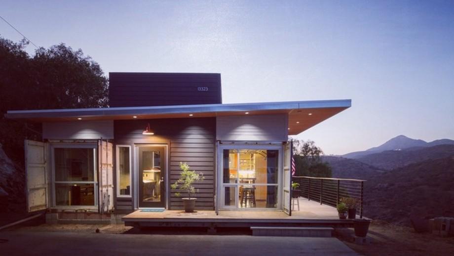 Nhà container trên núi với thiết kế hiện đại