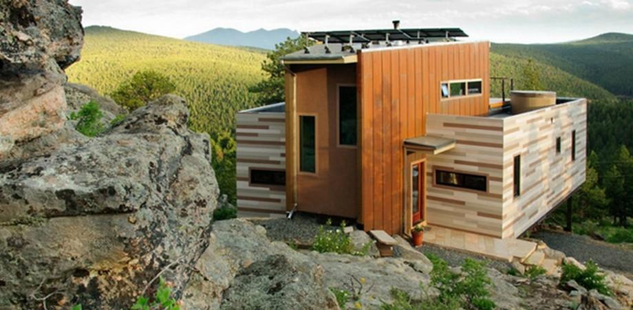 Nhà container xây cạnh mỏm đá