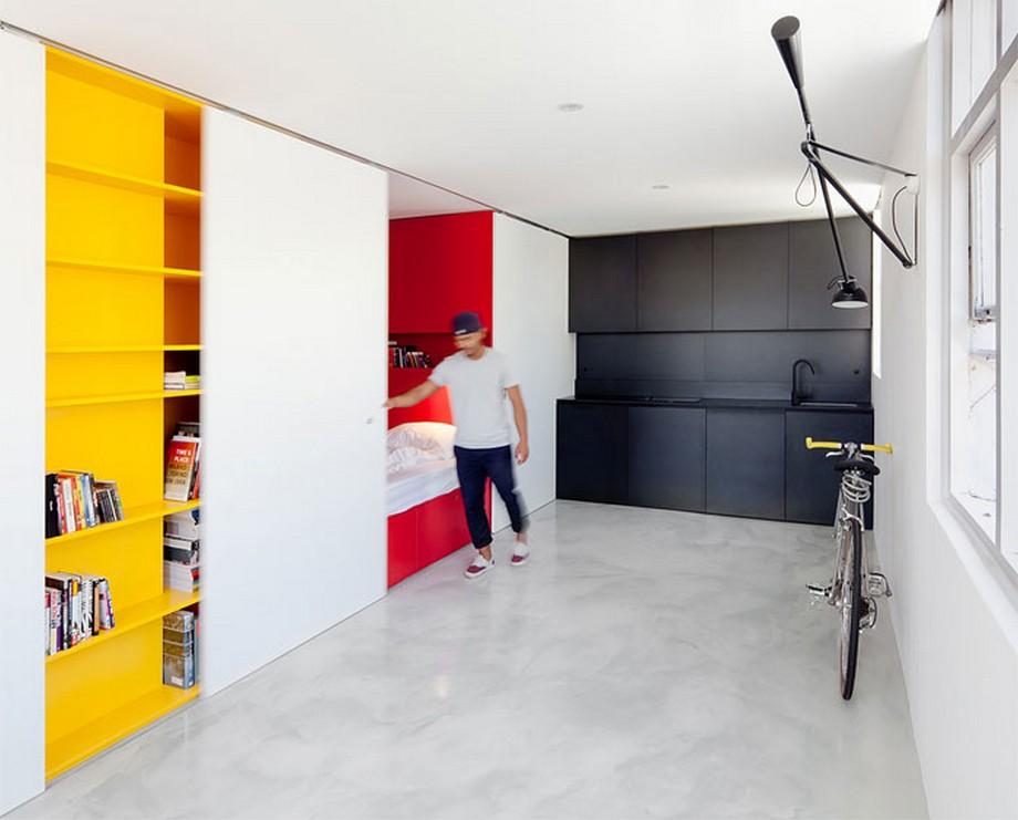 Căn hộ với các thiết kế cửa trượt giữa các không gian sắc màu