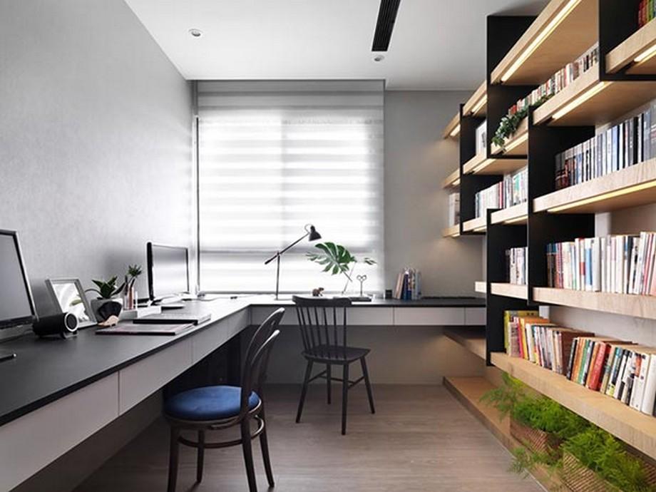 Thiết kế phòng làm việc nhỏ với bàn làm việc chữ L tông màu đen, trắng và hệ tủ sách lạ mắt