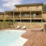 Khám phá mẫu thiết kế căn nhà gỗ siêu đẹp có hồ bơi