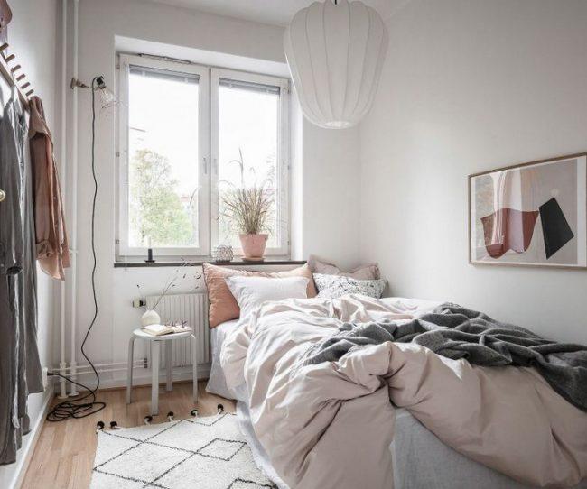 Thiết kế nội thất phòng ngủ chung cư tông màu nude và màu đất nung