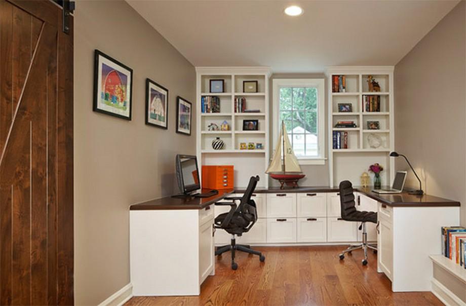 Thiết kế văn phòng siêu nhỏ cho 2 người với mẫu bàn làm việc liền kệ sách có ngăn tủ và các đợt trưng bày