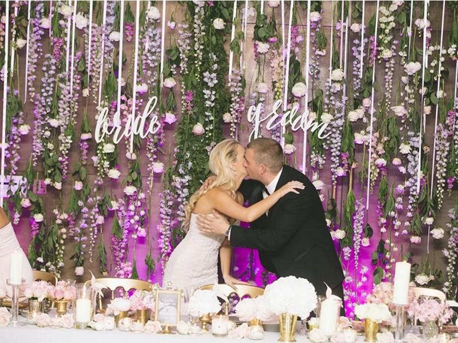 Ý tưởng trang trí hội trường tiệc cưới với bức tường hoa