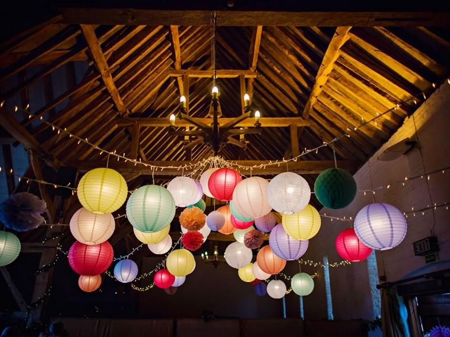 Ý tưởng trang trí hội trường tiệc cưới với những chiếc lồng đẹp nhiều màu