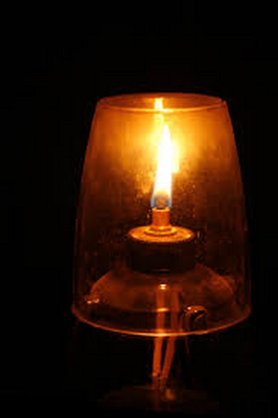Đèn thái cực trên bàn thờ gia tiên