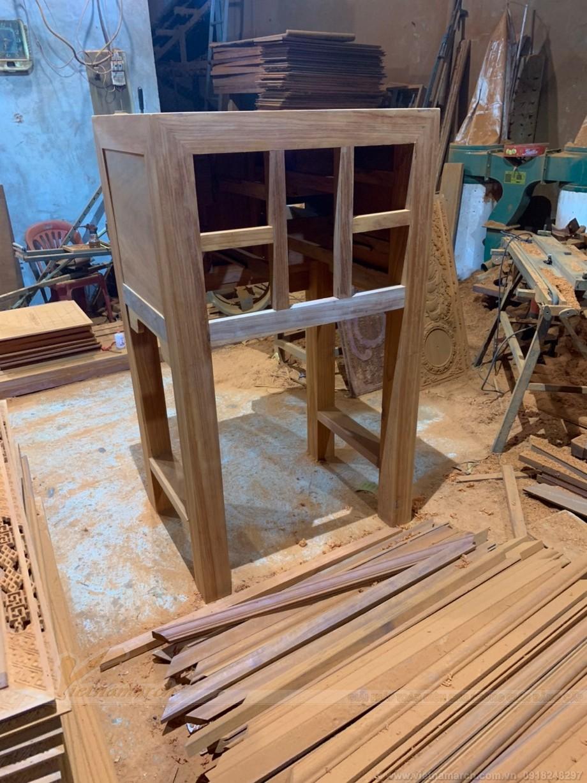 Bộ khung cơ bản của bàn thờ đứng đã dần hiện ra