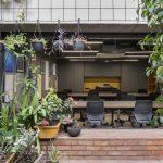 Thiết kế văn phòng 2 trong 1: Trung tâm trải nghiệm khách hàng kiêm văn phòng làm việc