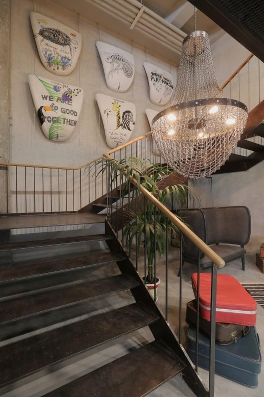 Thiết kế cầu thang trong văn phòng với cách trang trí mới lạ