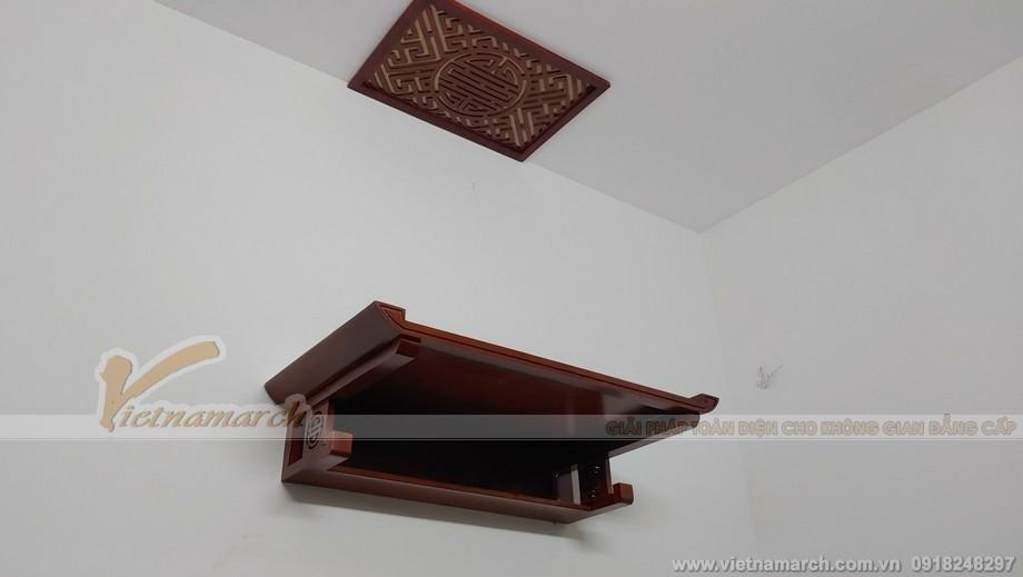 mẫu bàn thờ này có thể khiến cho không gian nội thất phòng thờ gọn gàng hơn nhờ thiết kế hộc nhỏ bên dưới.
