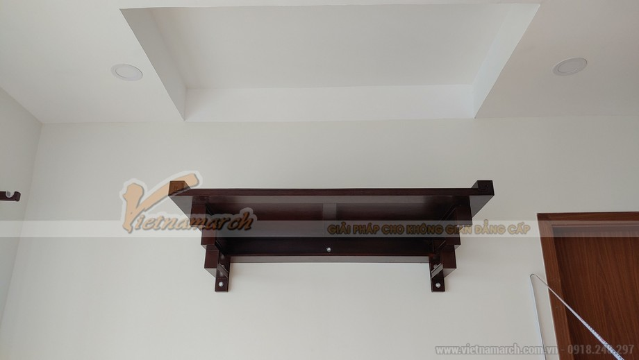 Mẫu bàn thờ treo cho chung cư đẹp với màu óc chó cổ điển