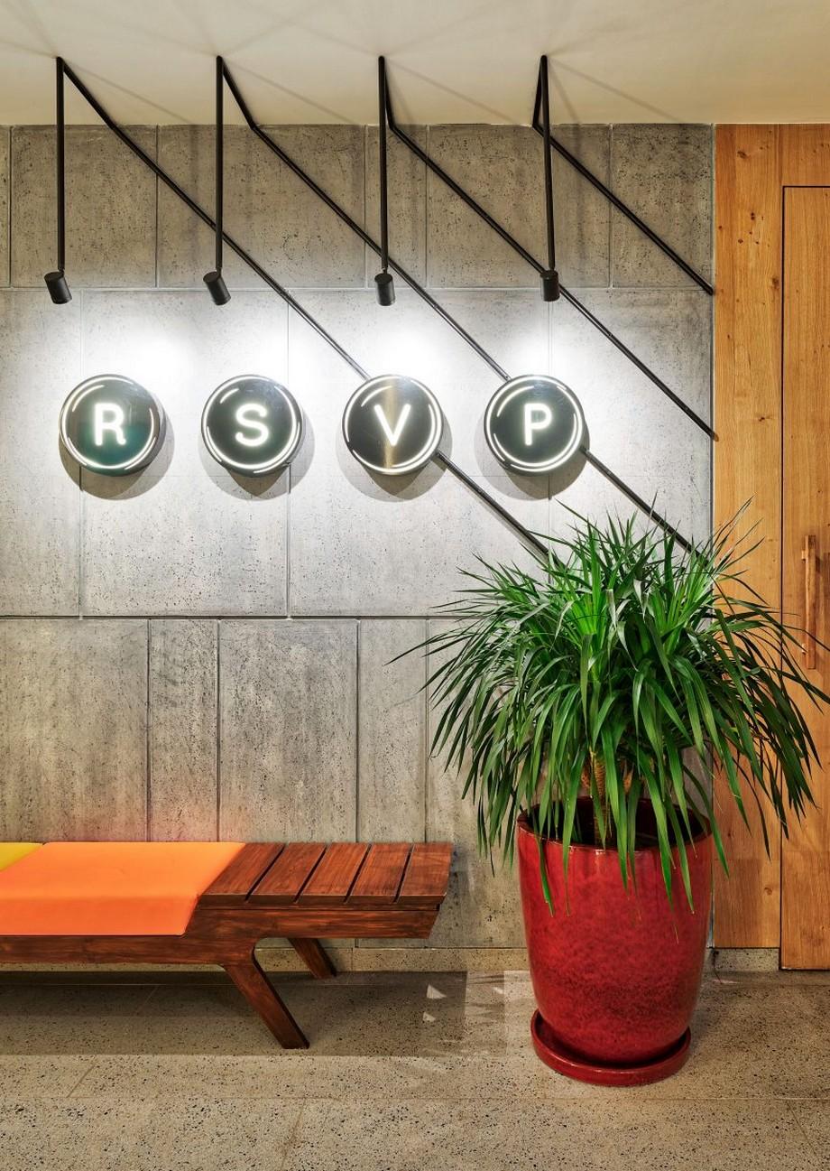 Mẫu thiết kế văn phòng RSVP đầy màu sắc, giống như một bộ phim hấp dẫn