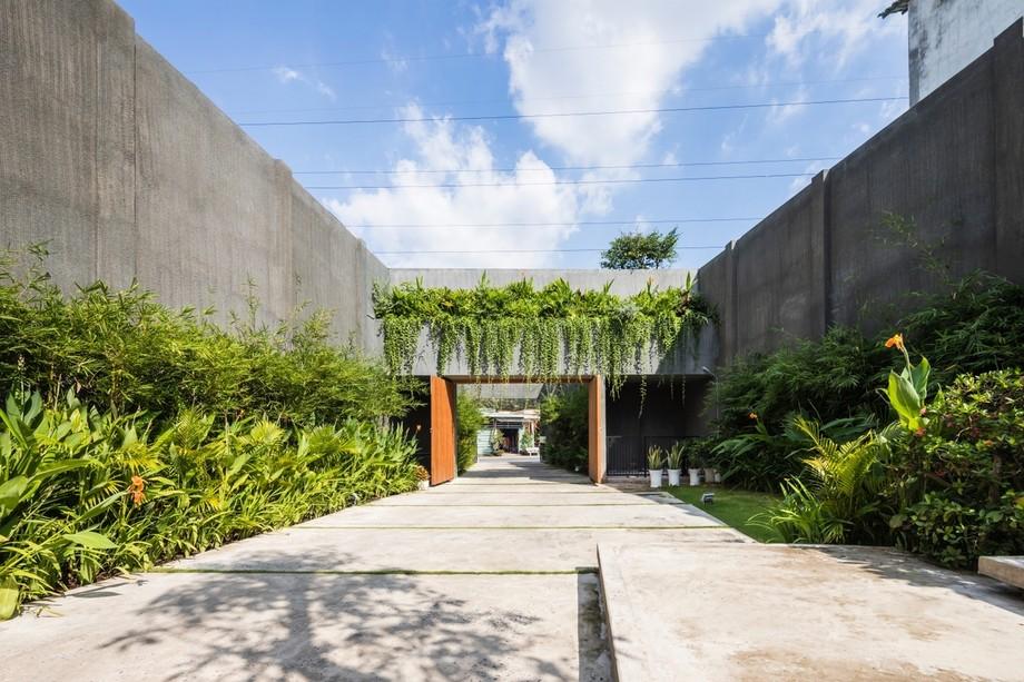 Thiết kế cổng và tường bao quanh 7m và những ngụ ý bên trong