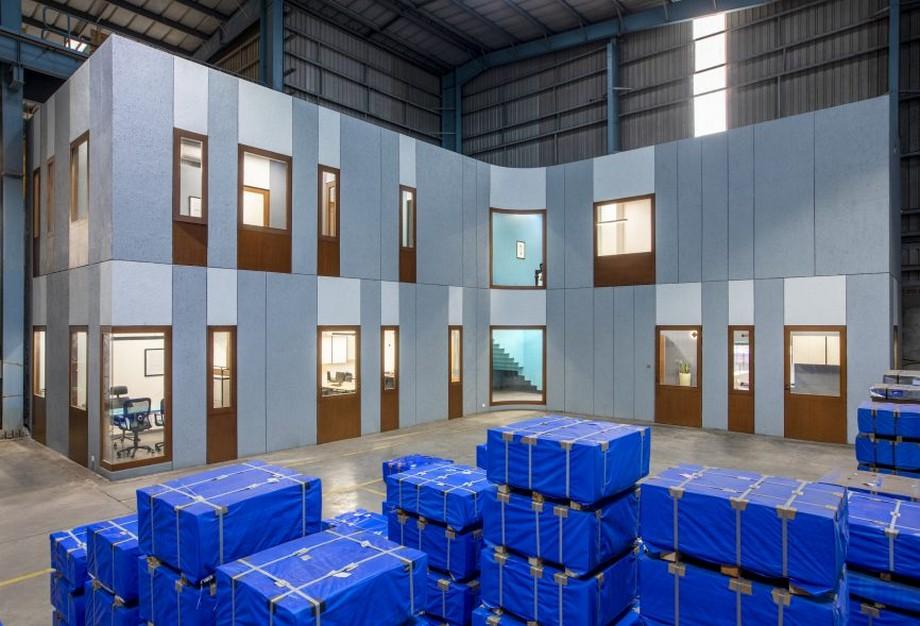 Thiết kế văn phòng nằm bên trong nhà máy sản xuất giúp tiết kiệm chi phí