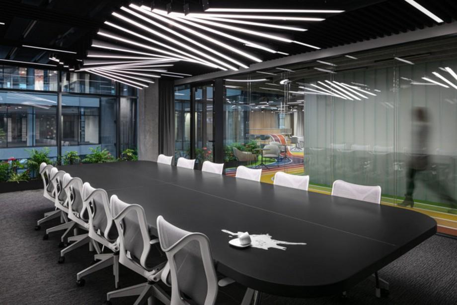 Thiết kế phòng họp cho văn phòng công ty thể thao đơn giản, hiện đại