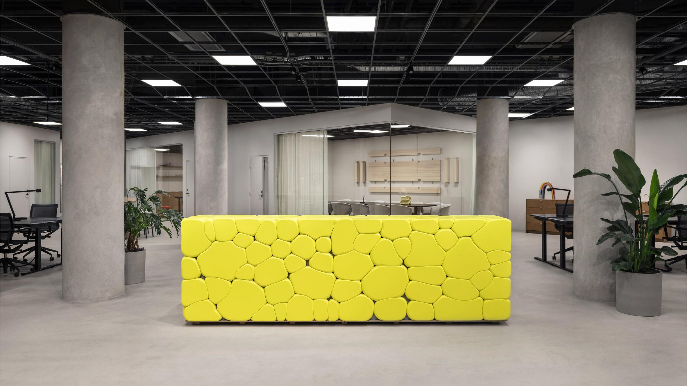 thiết kế nội thất văn phòng, những khu vực như sảnh chờ văn phòng, coworking space có thể được sơn màu này sồi nhạt