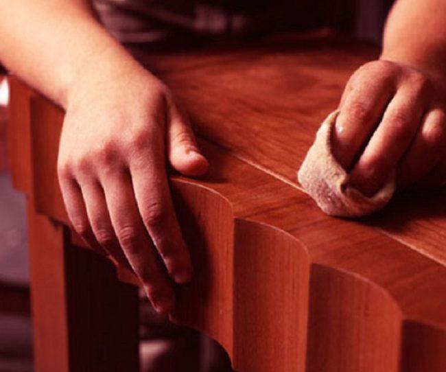 Xử lý vết xước trên đồ gỗ