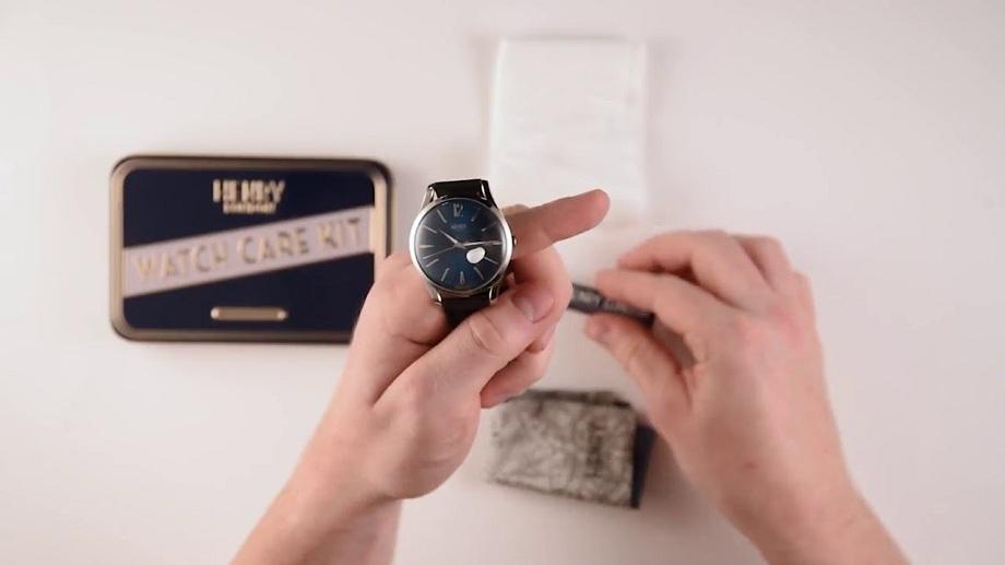 cách chữa xước kính đồng hồ