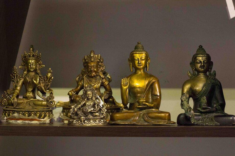 Bố trí bàn thờ Phật