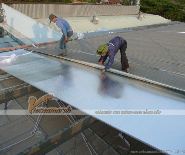 Dùng tấm lợp cách nhiệt cho mái tôn