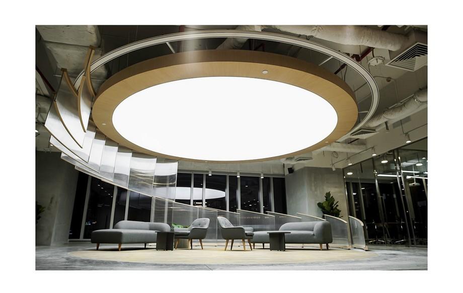 Thiết kế văn phòng với trần nhà sáng tạo