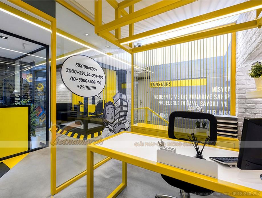 Mẫu thiết kế nội thất văn phòng cao cấp Tập đoàn EMRE GROUP với tông màu tương phản