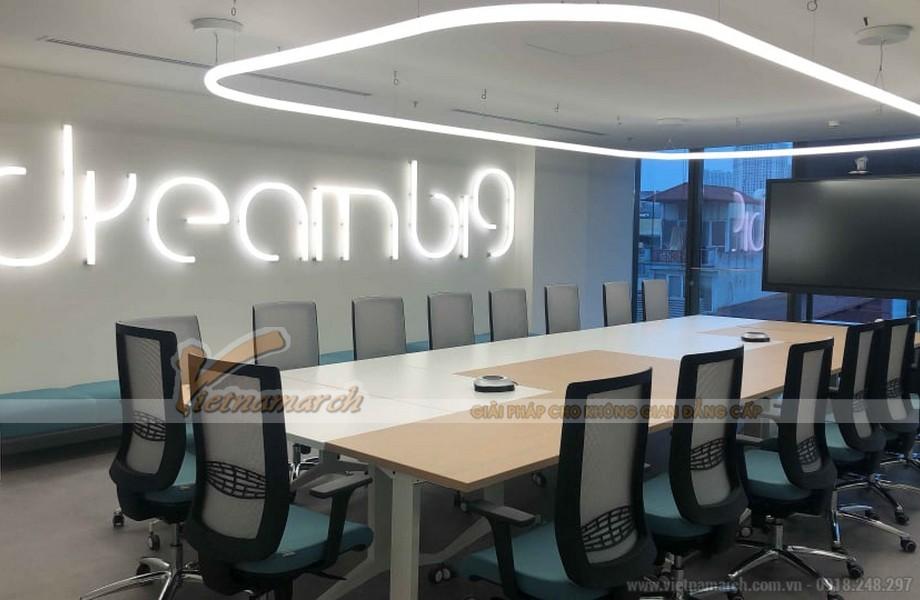 Phòng họp lớn được trang bị đầy đủ các thiết bị công nghệ hiện đại