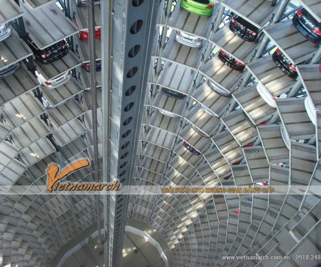 Bãi đỗ xe thông minh trong công viên Autostadt dạng tháp hình trụ cao 20 tầng