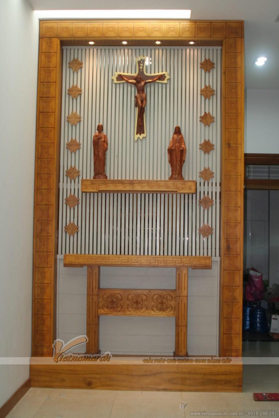 Mẫu bàn thờ chúa có khung viền