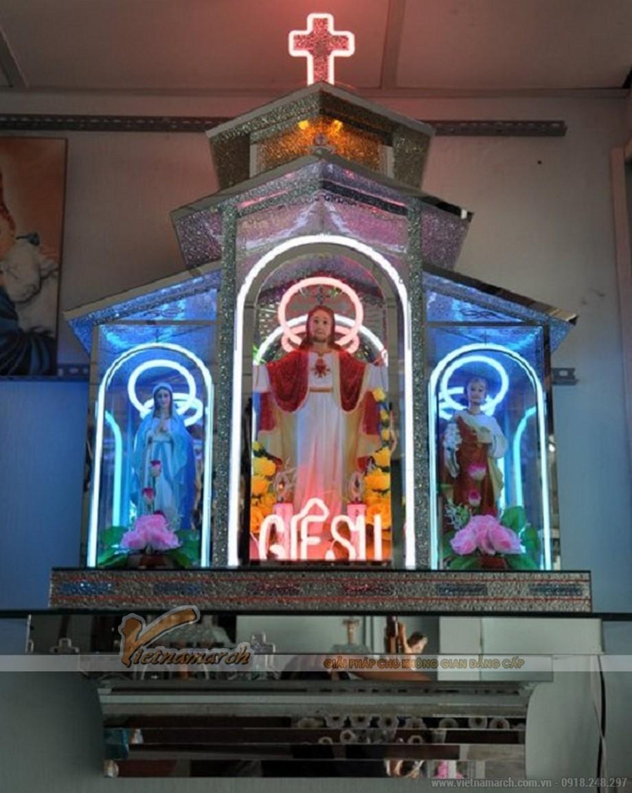 Mẫu bàn thờ chúa bằng kính