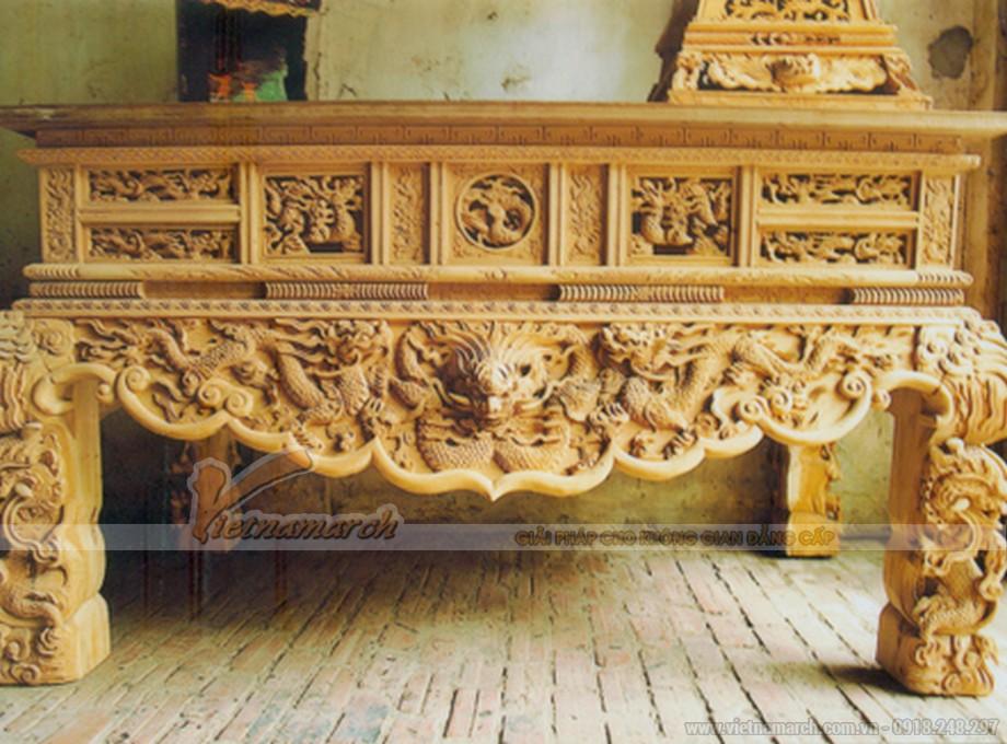 Bàn thờ tứ linh làm từ gỗ mít thường có màu vàng