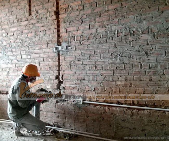 Tạo rãnh tường để đi dây điện âm tường