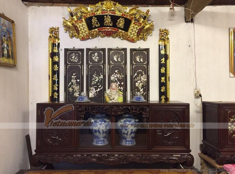 Mẫu tủ chè gỗ gụ được chạm khắc trực tiếp lên gỗ ở hai bên cánh tủ