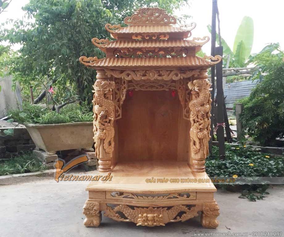 Bàn thờ thần tài mái chùa cột tứ linh màu trần sồi
