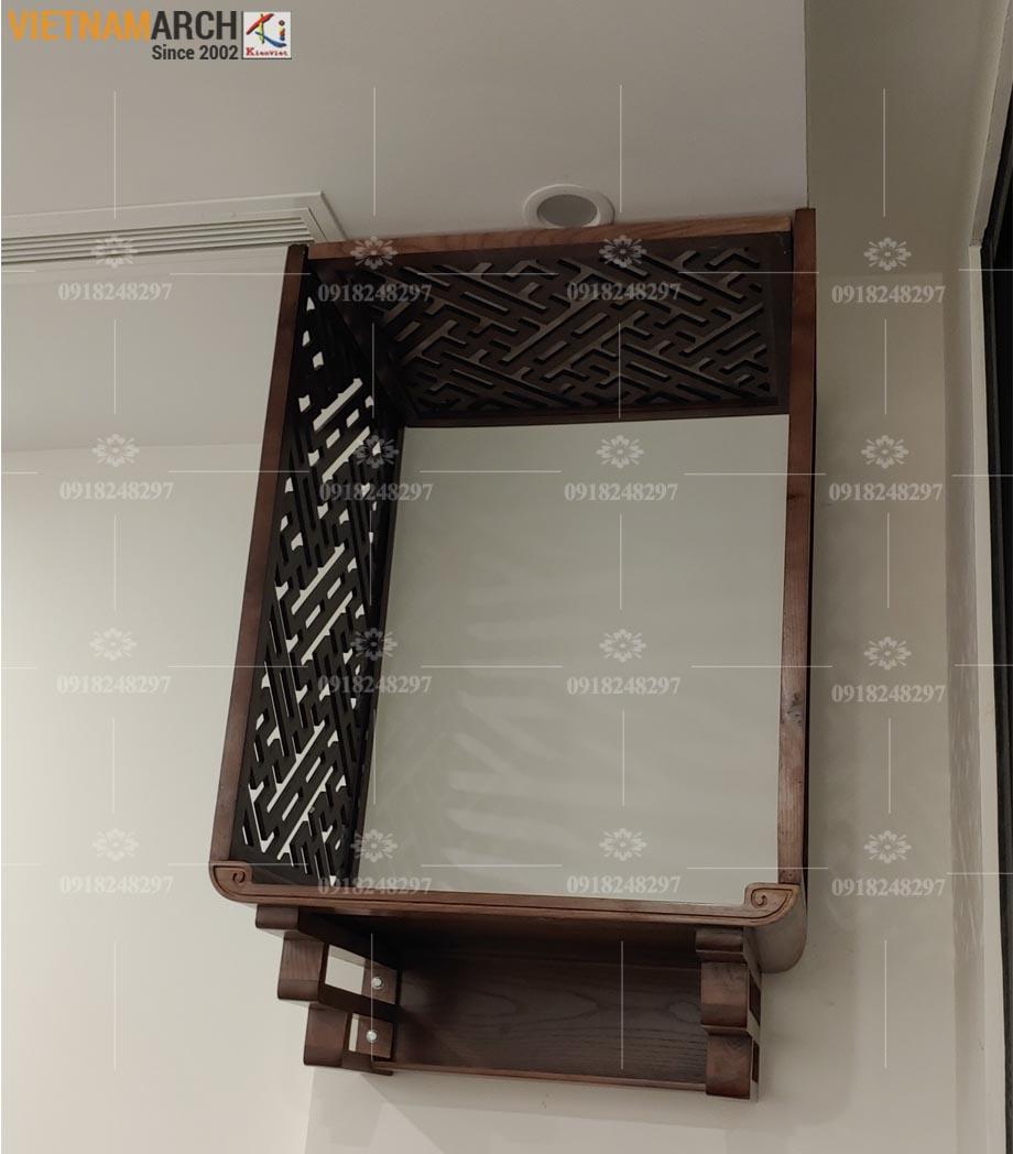 Mẫu bàn thờ treo gỗ sồi kèm vách ngăn giá tận xưởng cho chung cư Long Biên - BTT07