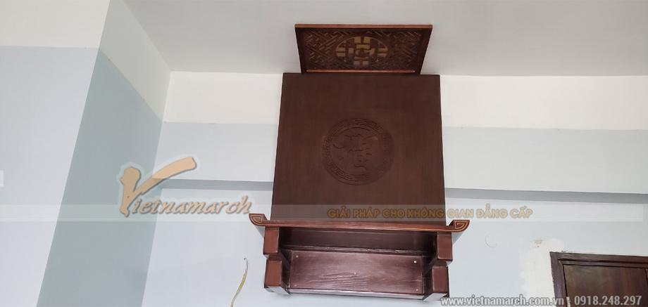 Bàn thờ treo tường hiện đại màu hạt dẻ gỗ sồi tại chung cư Xa La - Hà Đông
