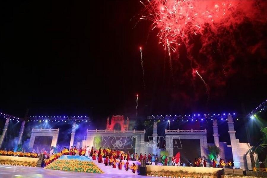 Nổi trội trong lịch trình tổ chức lễ hội đền hùng 2021 là màn bắn pháo hoa tầm cao