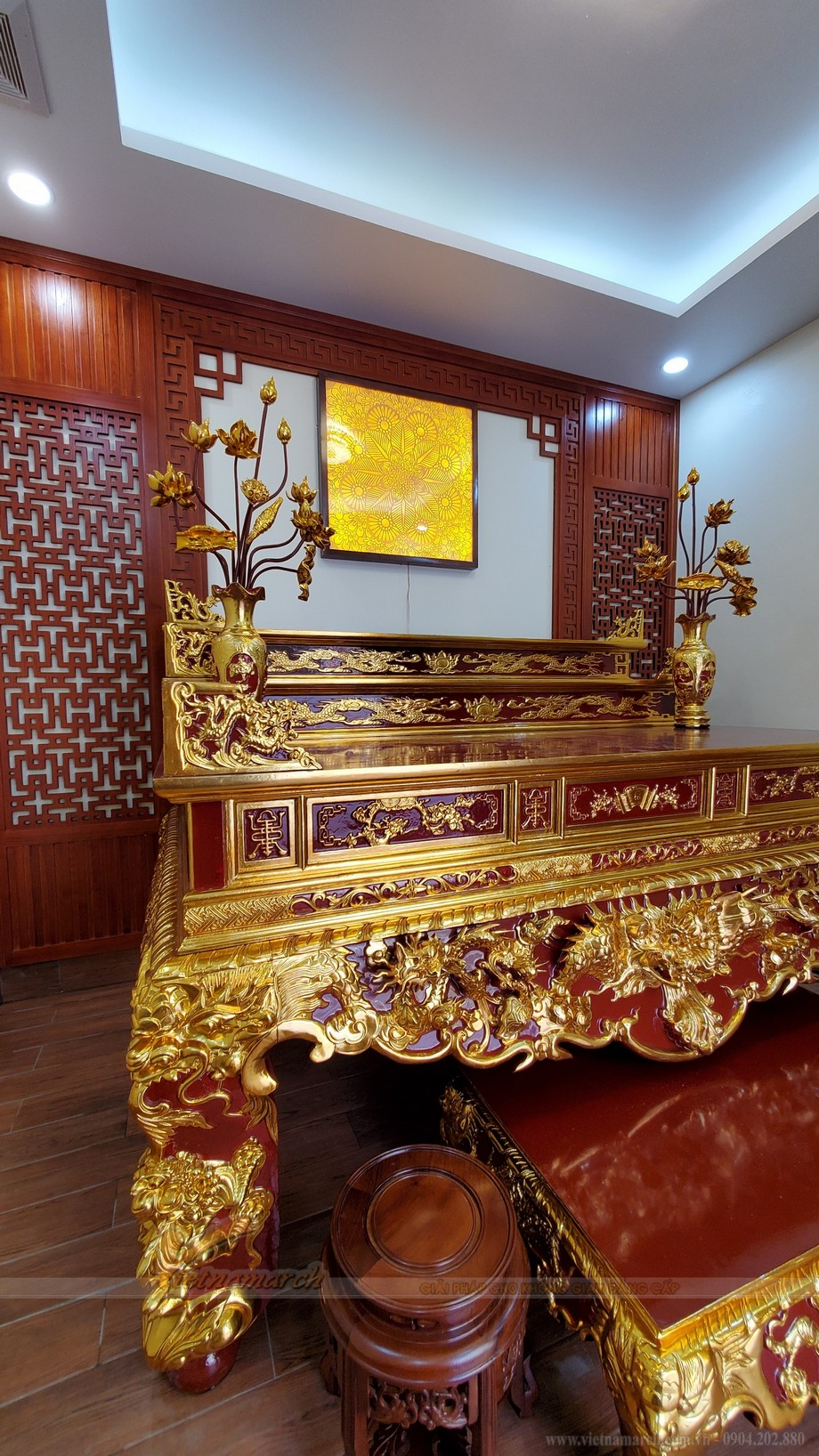 Lắp đặt bàn thờ sơn son thếp vàng gỗ mít cho văn phòng Công ty giáo dục Thăng Long Kidsmart