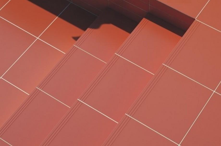 Hay bậc tam cấp...thông thường gạch đỏ là loại được sử dụng nhiều nhất .