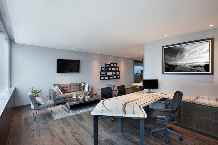 Chiếc bàn cá tính đi kèm với bộ ghế sofa văng mềm mại làm không gian phòng giám đốc nữ thêm sang trọng